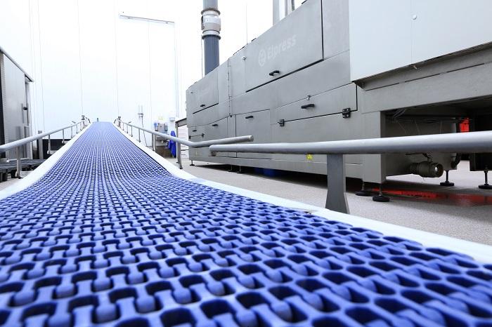 Elpress zużycie mediów w procesie mycia opakowań transportowych_automotive_production_support
