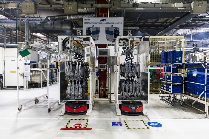Faurecia Frames w Wałbrzychu powiększa flotę autonomicznych robotów transportowych_Automotive_Production_Support v2