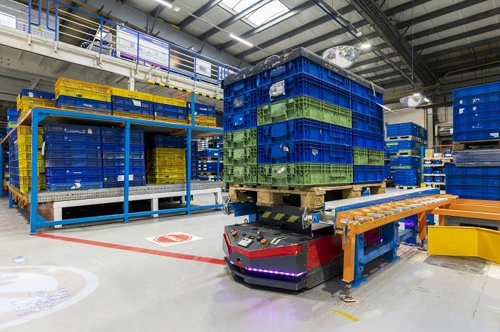 Faurecia Frames w Wałbrzychu powiększa flotę autonomicznych robotów transportowych_Automotive_Production_Support v4